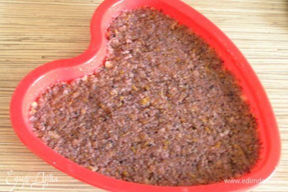 Выложить массу в смазанную маслом форму