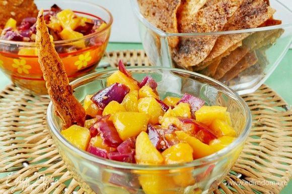 Подавать тёплыми или остывшими с персиковой сальсой. Приятного аппетита!