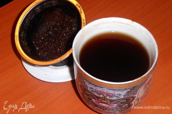 Чай нужен только чёрный,без добавок,пары чайных ложек достаточно.