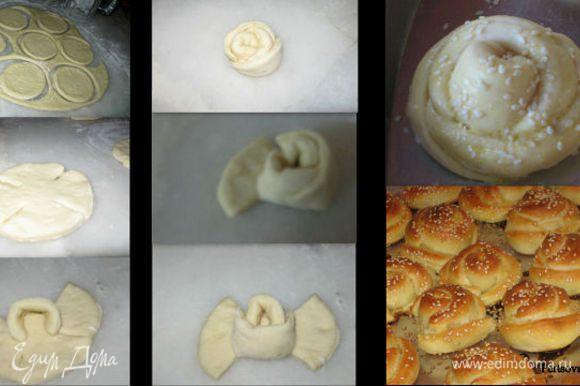 В глубокой миске залить молоко, иогурт,яйцо хорошо взбить веником потом добавить ,дрожжи , сахар , раст масло и муку( кладем по чучуть не все сразу),соль заместить тесто , накрыть и в теплое место на 60 мин , он должен поднятся в двое . Кладем тесто на рабочий стол , делим на 4 шарика , каждый шар раскатать и вырезаем со стаканом или как у меня бакалом , делим края на четыре и каждый лепесток сварачиваем как у меня и так получится роза, смазать соусом ( яйчный желток+иогурт+олив масло ), посыпать конжутом и где то 20-25 мин подождать, потом в духовку на 200 С пока будут румяныеми. Приятного аппетита !