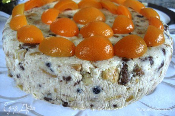 Можно наш пирог охлаждать в любой, например, круглой форме, тогда получится тортик:))) Приятного чаепития!!!
