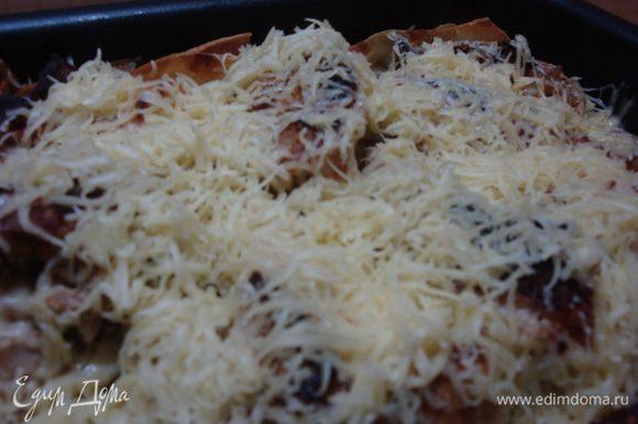 За 5-7 минут до готовности вытащить блюдо и посыпать тёртым сыром. Приятного аппетита!!!!!!!!!