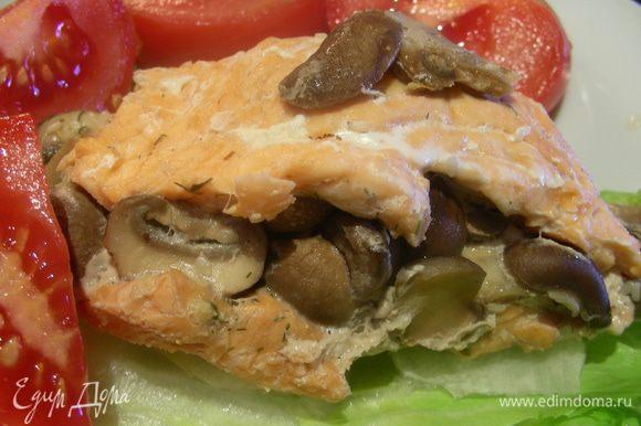 Подаем с гарниром по Вашему вкусу, овощами, салатом. Перед подачей рыбку можно взбрызнуть соком лайма. Приятного аппетита))