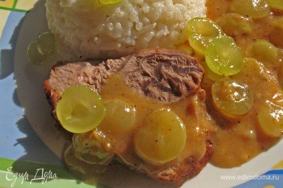 Мясо нарезать и подать вместе с соусом. Гарнир может быть любой. Приятного аппетита.