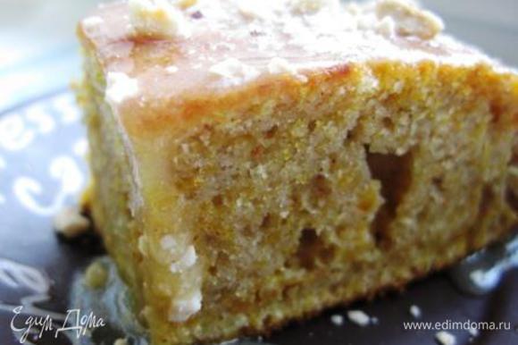 Вкусно просто с чаем, а можно полить пирог и посыпать его орешками. Также хорош при подаче с печеными яблоками и др. фруктами. Приятного аппетита! Пирог вот этот http://www.edimdoma.ru/retsepty/32020-tykvennye-batonchiki-zolotaya-osen.