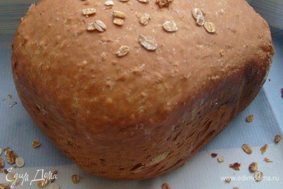 """Поставить программу выпечки """"Белый хлеб"""" или """"Французский хлеб"""", размер буханки - 750 г, корочка - темная."""