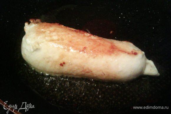 Разогреваем духовку до 200 гр. Филе солим, обжариваем до золотистой корочки.