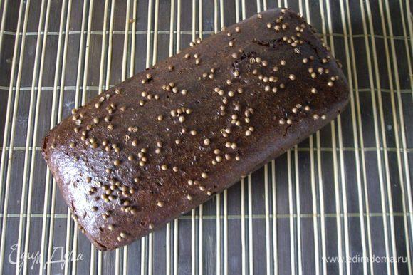 """Готовый хлеб сразу смазать кисельком и оставить на решетке остывать. Перед употреблением, необходимо обязательно дать время хлебу отдохнуть, часов 10-12, это нужно для стабилизации мякиша. Хлеб получается наивкуснейшим! Хрустящая корка, нежный мякиш, очень, очень богатый вкус и аромат - настоящий ржаной хлеб! Источник: 350 сортов хлебо-булочных изделий"""". Плотников П.М., Колесников М.Ф., 1940 год. registrr (Сергей) и mariana_aga( Люда )."""