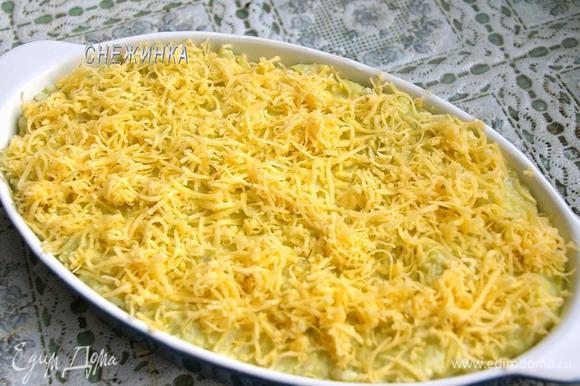 Сверху посыпаем натёртым сыром.