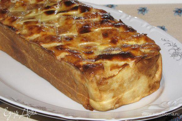 Готовый блинный пирог с грибами и мясом немного остудить в форме. Затем вынуть из формы и подавать. Приятного аппетита!
