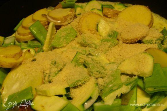 Через минуту добавляем овощи, даем им слегка пропитаться всеми ароматами, затем добавляем кокосовое молоко и миндаль. Затем добавляем бульон и тушим овощи на среднем огне до готовности минут 30-40.