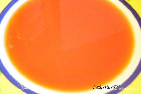 """Пока печется печенье приготовим пропитку. В сотейник нальем 50 мл воды, высыпем 50 г сахара. На медленном огне растворим, переключим на сильный огонь, доведем до кипения. Отставим, добавим виски и краситель. Количество красителя регулируйте сами. Я добавила по 3/4 чайной ложки красного и желтого красителя. """"Персики"""" получились с легким персиковым оттенком. Использовала красители от фирмы """"Парфэ""""."""