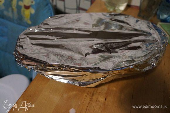 Сверху форму накрыть фольгой и поставить в разогретую духовку (180 гр.) на 15 минут