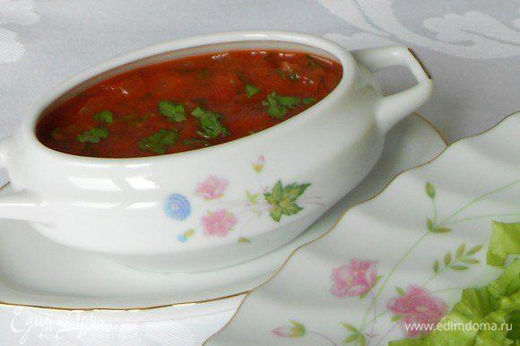 Остудите, добавьте чёрный молотый перец и нарезанные листочки петрушки или базилика.