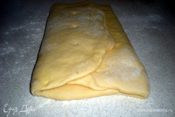 Можно использовать готовое тесто,а можно приготовить самим,по своему любимому рецепту или как я по Ришаровскому рецепту http://www.edimdoma.ru/retsepty/41602-kruassany-ot-rishara-bertine. Тесто настолько хорошо, что его можно есть и без всяких начинок.