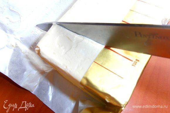 Масло или маргарин будем растапливать для коржа.