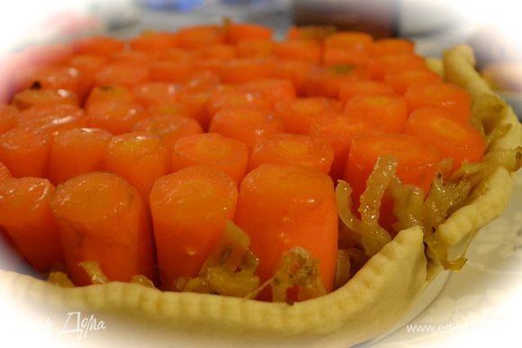 А затем быстрым движением перевернуть на сервировочное блюдо, как мы обычно поступаем с пирогами-перевертышами! ))