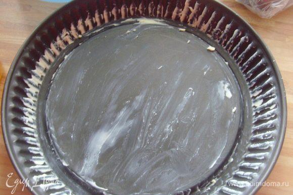 Форму для тарта диаметром 26 см смазать маслом.