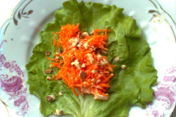 Тертую морковку с чесночком, орехами и майонезом