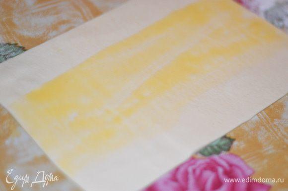Разморозить слоеное тесто.Немного раскатать и порезать на прямоугольники.Смазать взбитым желтком с молоком,края не смазывать,иначе ,когда будете прижимать эти же края,тесто не будет прилипать к другу другу.