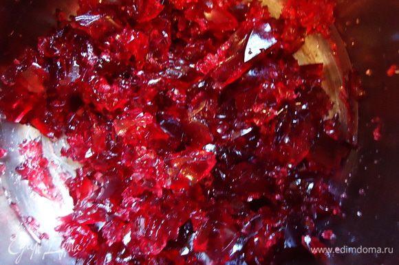 Застывшее вишневое желе вилкой крошим на вот такие вот драгоценные камни))