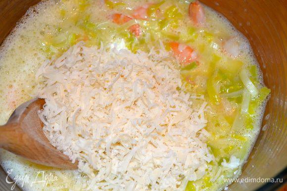 Затем добавить тертый сыр (у меня пармезан)...