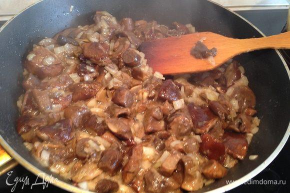 Для соуса грибы обжарить с луком...
