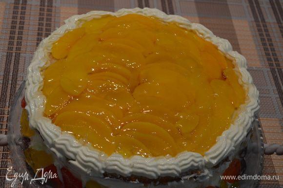 11.Приготовить желе для торта, как указано на упаковке. Залить им персики.