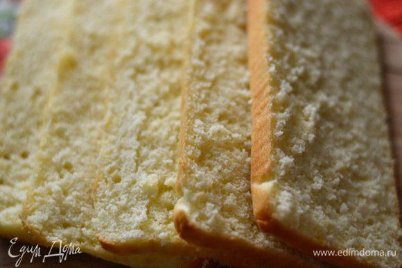 На следующий день бисквит режнм на 5 одинаковых частей.