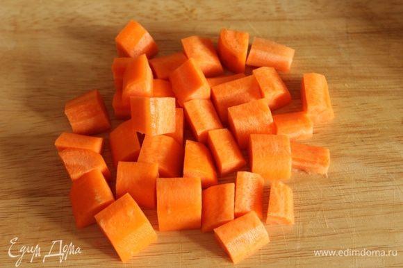 Так же кубиками режем морковь...