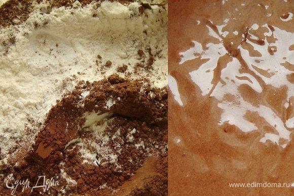 В отдельной миске смешать муку, ванилин, какао и разрыхлитель. Соединить мучную смесь с яичной. Добавить масло. Хорошо размешать тесто и убрать его в холодильник на 2-3 часа.
