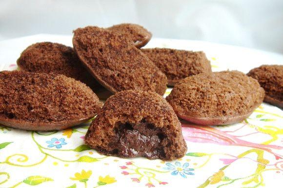 """Выпекать печенье при 200*С 10-12 минут или до готовности (мне понадобилось 15 минут). Готовые """"Мадлен"""" переложить на решётку и посыпать пудрой или какао. Приятного аппетита!"""