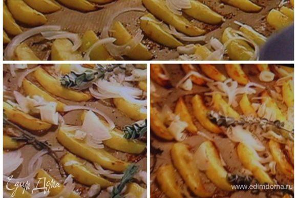 Картофель очистить, а кто любит со шкуркой, только тщательно вымыть, нарезать на дольки, сбрызнуть маслом, посолить, поперчить и поставить в разогретый духовой шкаф при 200° на 25 мин, через 10 мин добавить нарезанный сружкой лук и веточки майорана или др. травки. Допечь до готовности картофеля.