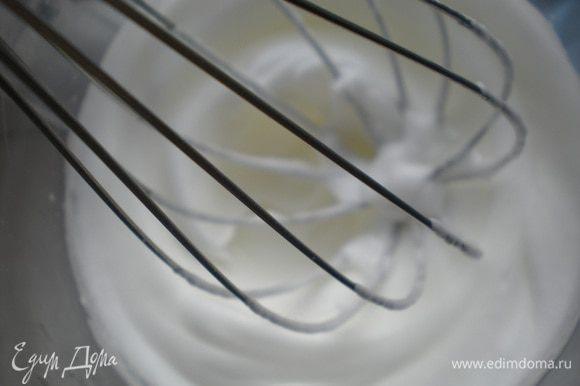 Глазурь: белок взбить в густую пену.