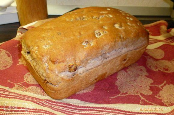 За 5 минут до окончания выпечки обильно смазываем верхушку хлеба сливочным маслом. После выпекания укутываем хлеб в полотенце, оставляем остужаться, если, конечно, хватит силы воли, чтобы не попробовать раньше) У меня не хватило) Такой вот красавец получился! Приятного аппетита!