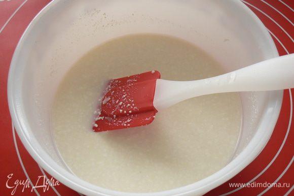 растворить в молоке соль и мед, добавить творог