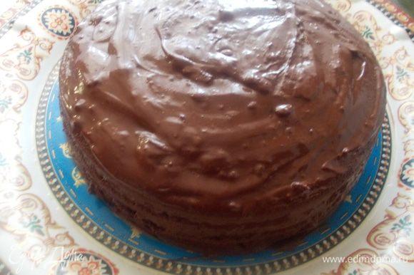 Смазываем коржи кремом и украшаем по желанию. Торт получается очень мягкий и не сухой,по этому не нуждается в дополнительной пропитке.