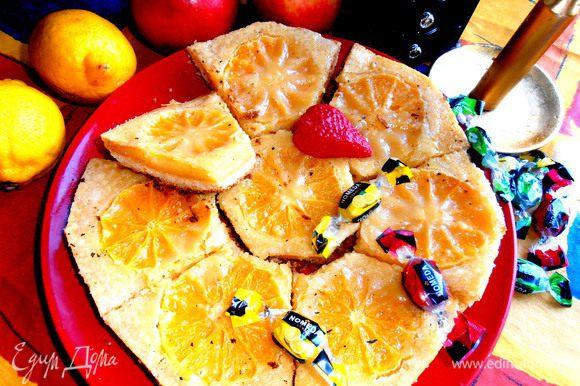 """Думаю,что можно и дольки лимона """"утопить"""" в заливке...,только тогда сахара побольше нужно! Подаём песочно-лимонные пироженки к чаю..."""