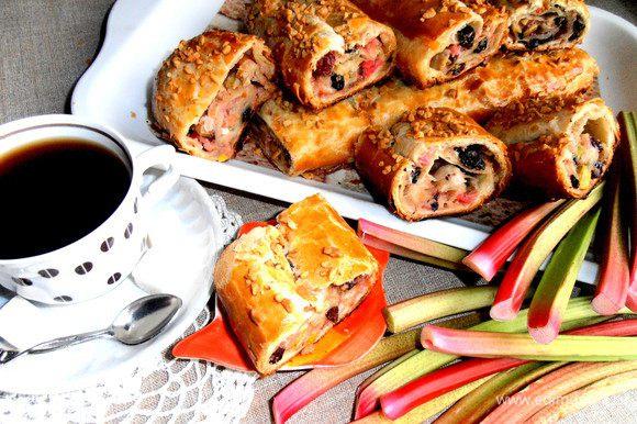 Вот теперь подаём к чаю или кофе нашу хрустяще-витаминную выпечку под названием ШТРУДЕЛЬ!