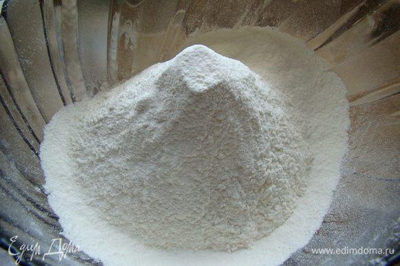 Просеиваем муку с солью