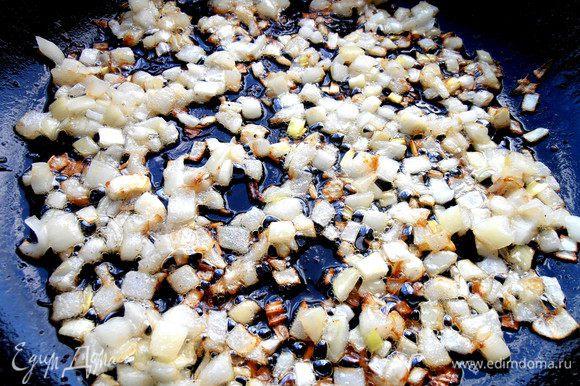 И обжарить в той же сковороде после курицы,подлив масла,если нужно!