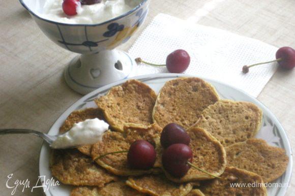 Для крема также смешать все ингредиенты и выложить в пиалку.