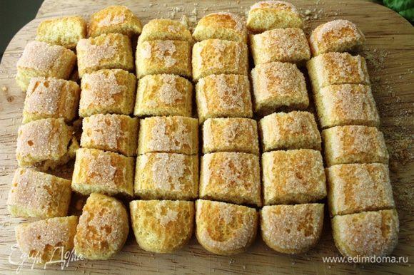 Печенье порезать или поломать на кусочки.