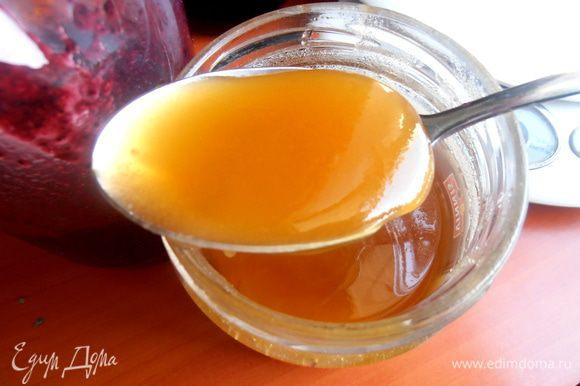 Повторяюсь, если черника не очень сладкая в заготовках, добавляем хорошую ложку мёда! Кому нравится кислинка, можно выжать ещё немного лимонного сока.