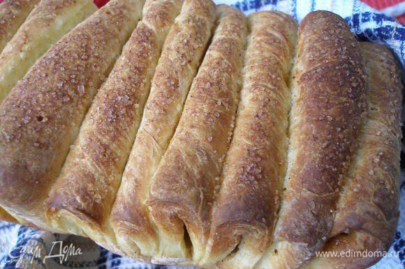 Готовый хлеб достать из духовки, слегка смазать водой или молоком накрыть полотенцем и дать ему остыть. Очень вкусно с чаем,кофе и молоком. Приятного!:)