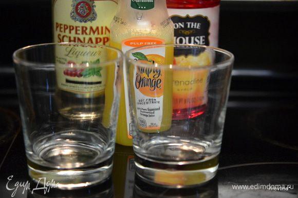 Приготовим все для коктейля. 60 г мятный шнапс, 80 г сироп Гренадин, 120 г апельсиновый сок, стакан хайбол.
