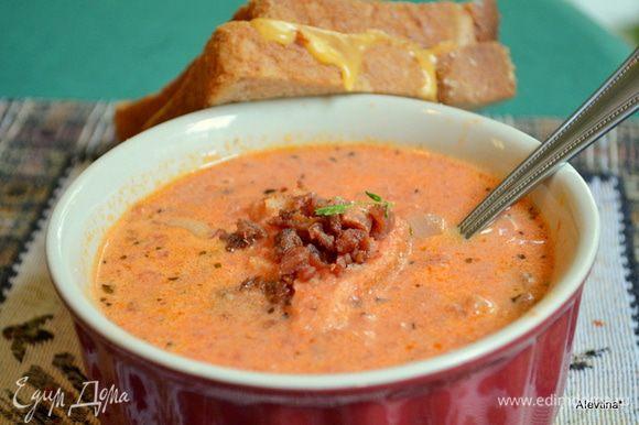 Суп подаем горячий с сэндвичами с сыром. Приятного аппетита.