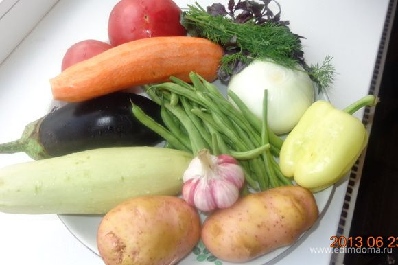Овощи помыть и почистить. (Хоть натюрморт пиши!)