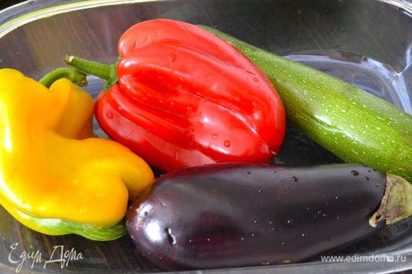 Вымыть и подготовить овощи.