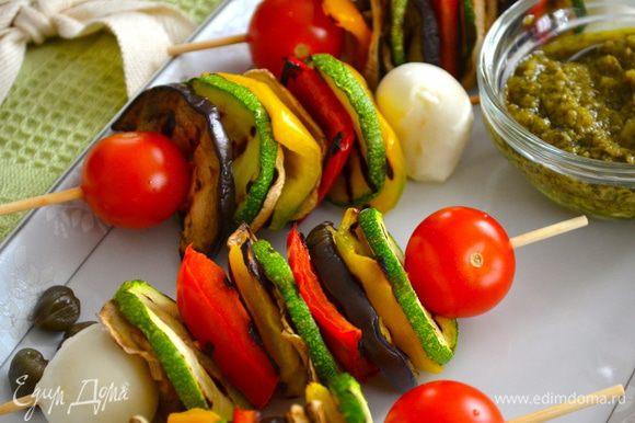 С такими яркими краскам у вас в тарелке летнее настроение вас не покинет! )))